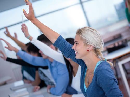 自分の商品・サービスに興味ある人に手を挙げてもらう